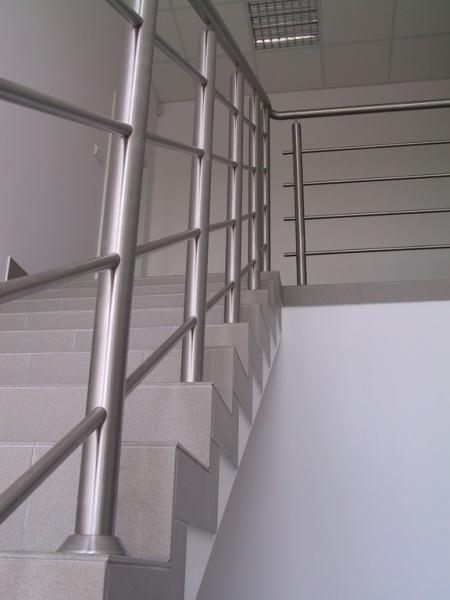 balustrada 003jpg - Balustrada w budynku biurowym w Konarzewie
