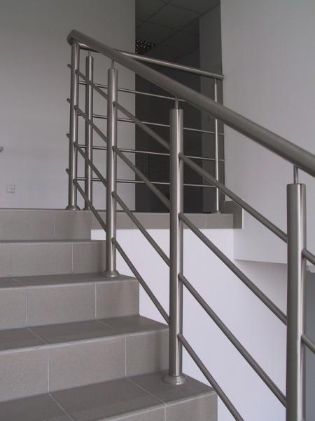 balustrada 005jpg - Balustrada w budynku biurowym w Konarzewie