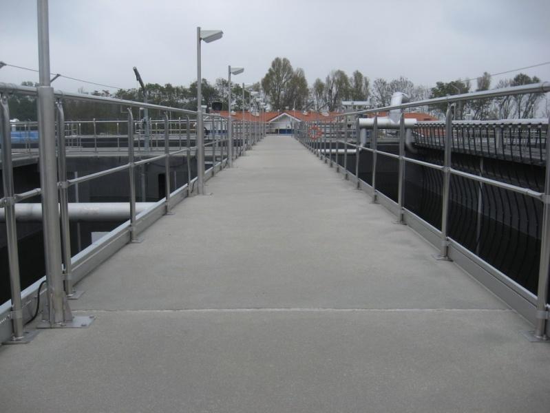 balustrada los 002resizejpg - Balustrada systemowa w Lewobrzeżnej oczyszczalni ścieków w Poznaniu