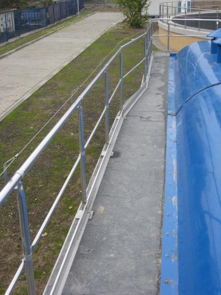 balustrada los 003resizejpg - Balustrada systemowa w Lewobrzeżnej oczyszczalni ścieków w Poznaniu