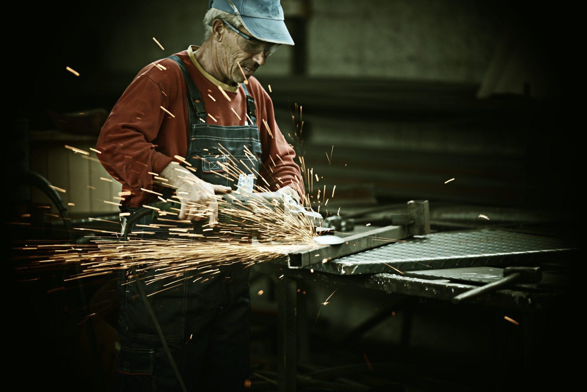 Cięcie blach profesjonalnymi narzędziami